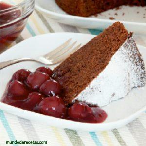 postre de chocolate y cerezas