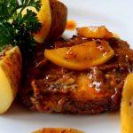 carne de cerdo y manzanas